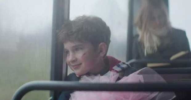 Из-за куклы мальчика чуть не избили. Когда ты увидишь, зачем ему она, то не сможешь сдержать слёз!