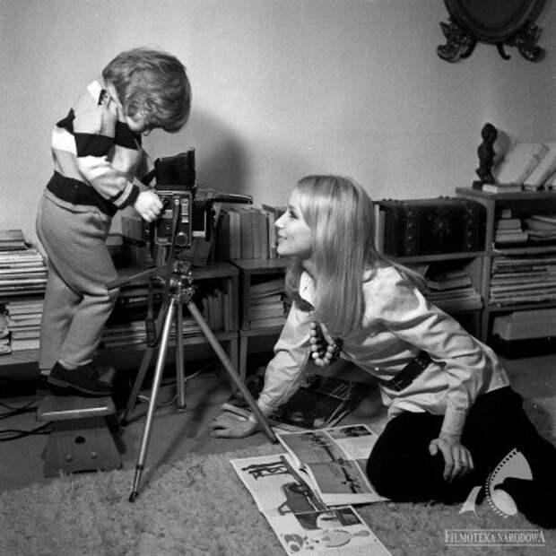 Пола Ракса со своим сыном Мартином. 1971 год.