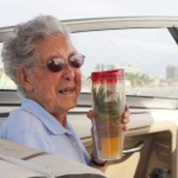 90-летняя американка, у которой обнаружили рак, отказалась от лечения и отправилась путешествовать по стране