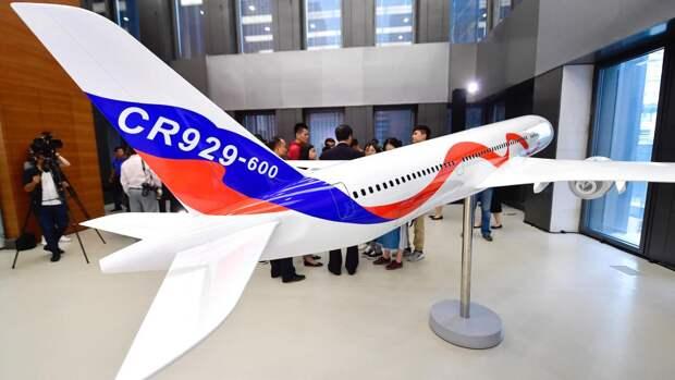 Модель российско-китайского широкофюзеляжного дальнемагистрального самолета CR929