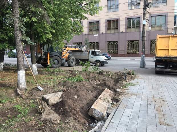 Администрация Ижевска: ограждения у Национальной библиотеки переплавят и восстановят