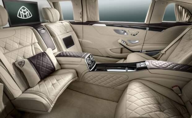 Лимузин Mercedes-Maybach S 600 Pullman представили в Москве