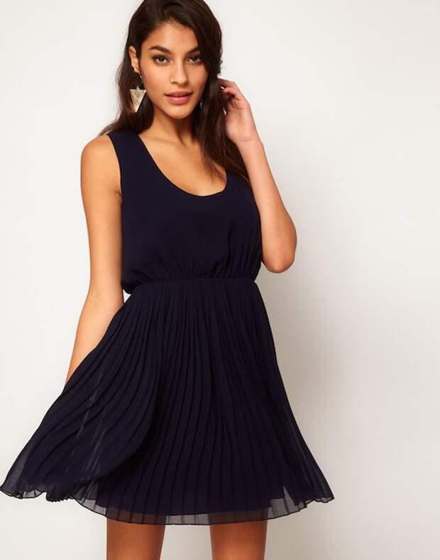 Платье плиссе: с чем носить и как выбрать?