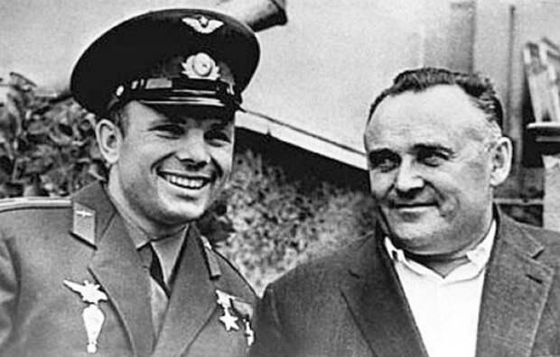Фотография Гагарина и Королёва