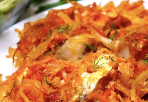 Рыба в капусте: сделали сразу ужин с гарниром