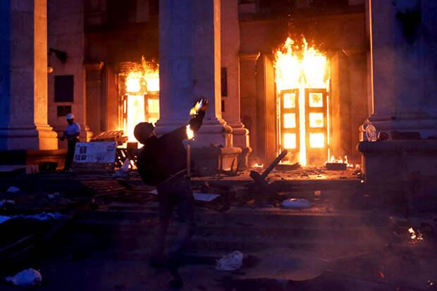 Гитлер на укроТВ: «журналистка» Янина Соколова глумилась над одесской трагедией