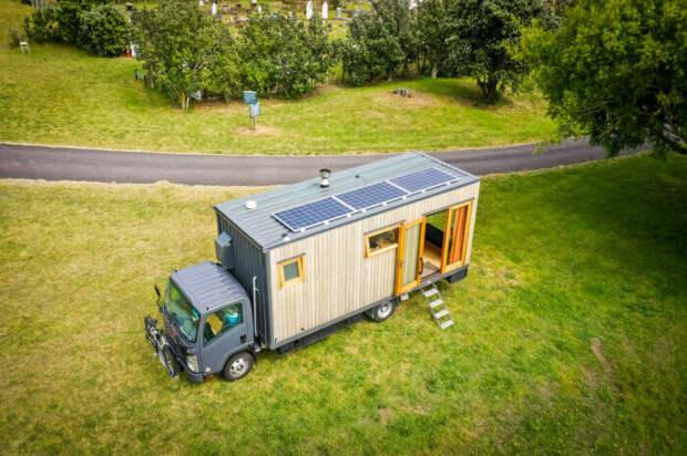 Путешественница превратила японский грузовичок в дом на колесах. Это надо видеть