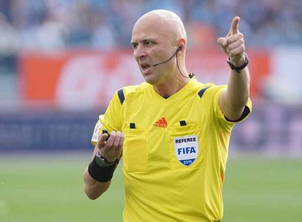 Аршавин не согласен с красной карточкой, которой арбитр Карасев  обрек Нидерланды на поражение в матче с Чехией