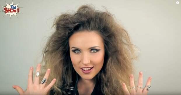В восьмидесятые годы прошлого столетия девушки, живущие в Украине, выглядят в соответствии с канонами популярного стиля «диско».