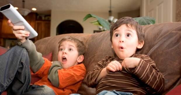 Бодипозитив сперегибом: вдатском телепроекте взрослые полностью разделись перед детьми
