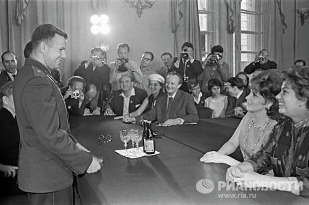 Как Юрий Гагарин покорил Джину Лоллобриджиду Джину Лоллобриджиду, покорил, юрий гагарин