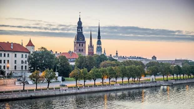 Латвия пошла за Россией и внесла правки в свою Конституцию