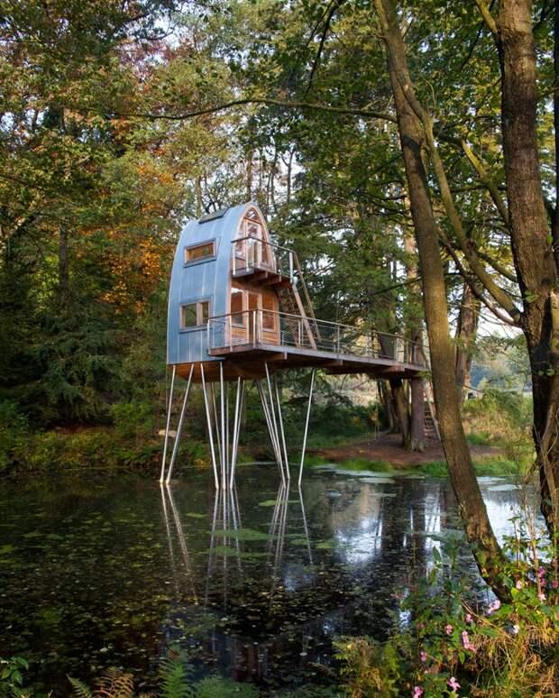 Мечта рыбака - домик в пруду с рыбой