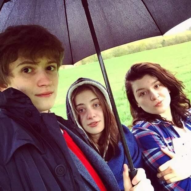 Дети Порошенко в Британии снялись для школьного альбома. Фото 4