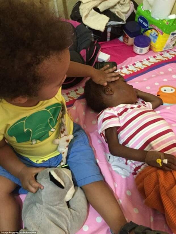 Женщина спасла умирающего нигерийского малыша, которого выгнали на улицу собственные родители