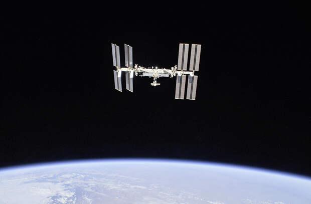 2-ISS-56_International_Spac.jpg