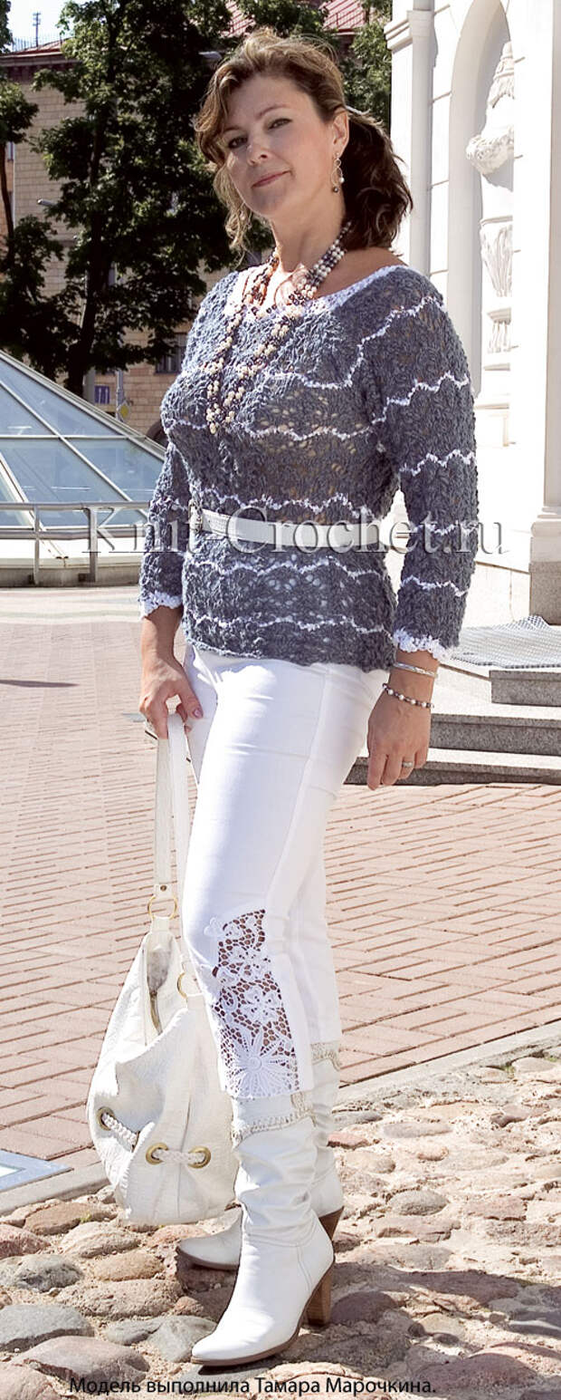 Женский пуловер размера 48-50 с узором «волна», связанный на спицах.