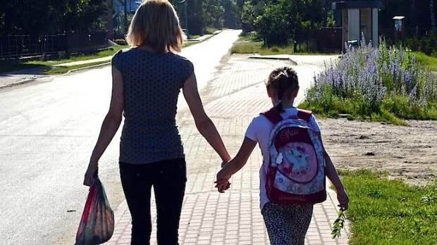 Директор вызвал маму в школу, дочь которой ударила другого ученика