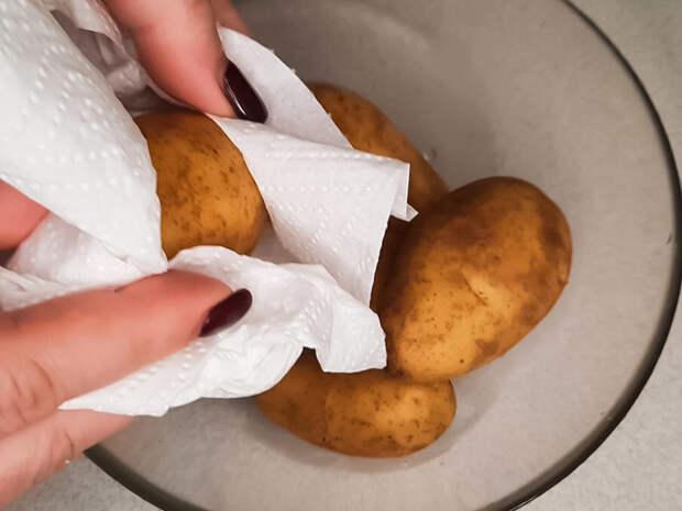 Картофель запеченый на соли