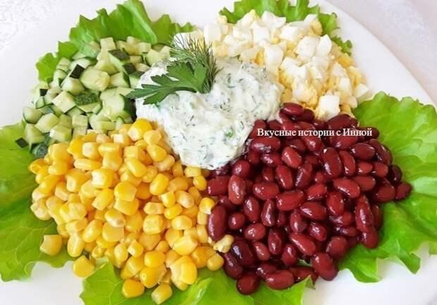 Фото к рецепту: Низкокалорийный салат с кукурузой