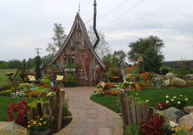 «Сказочный» домик - идеальный камуфляж для сауны или флигеля на любом дачном участке