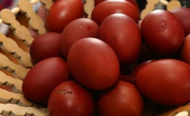 Никакой химии: как покрасить пасхальные яйца натуральными способами