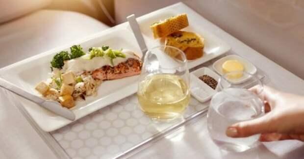 ТОП-10: Самая роскошная еда в самолетах по всему миру