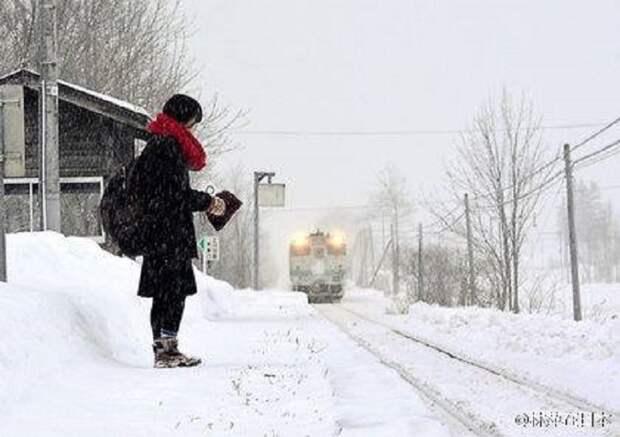 В Японии целая железнодорожная станция третий год работает для одной школьницы