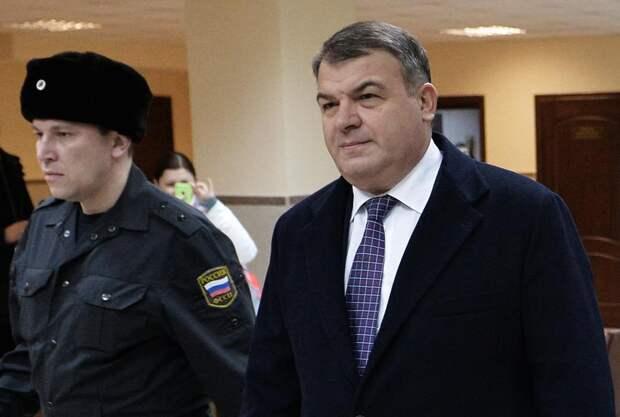 СМИ: Депутаты намерены инициировать расследование деятельности Анатолия Сердюкова