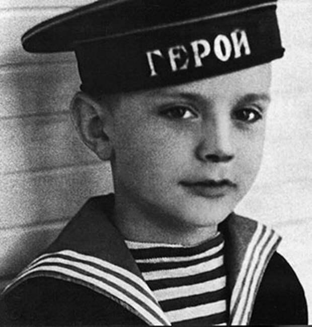 Мало кто помнит, каким он был в детстве :)