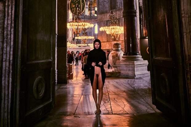 Модель Playboy изгнали из района евреев-ортодоксов в Нью-Йорке за прогулку голышом