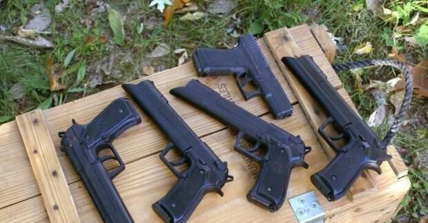 Пистолеты из фильма. |Фото: pikabu.ru.