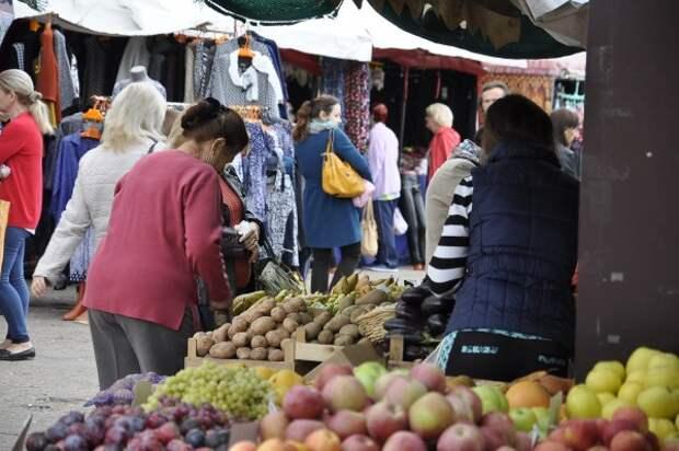 На рынках Севастополя осуществляется торговля в стиле 90-х