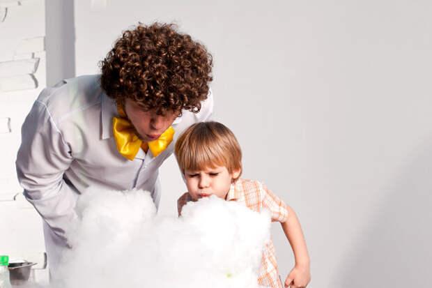 10 научных экспериментов, которые легко делать с ребенком