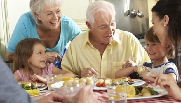 Уютное семейное застолье полезно для здоровья