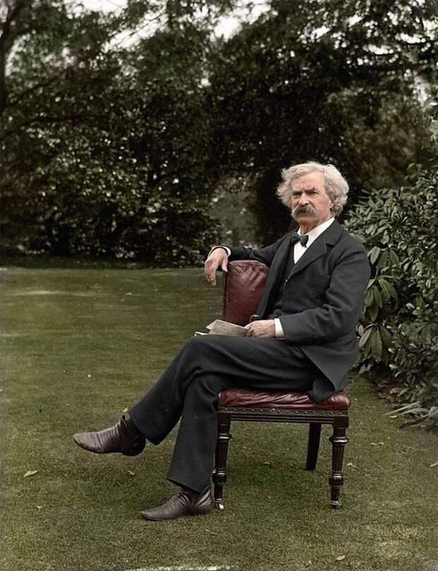 Марк Твен в саду, ок. 1900 года.