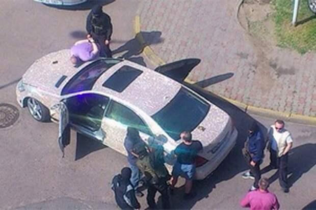 В Минске по делу космодрома «Восточный» задержан россиянин. Он ездил по городу на Mercedes со стразами Swarovski