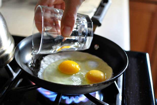 Яичница с жидким желтком. | Фото: Daily Catchers.