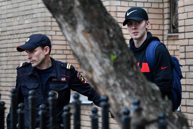 Пьяный брат Кокорина пытался прорваться к месту проведения прямой линии с Путиным