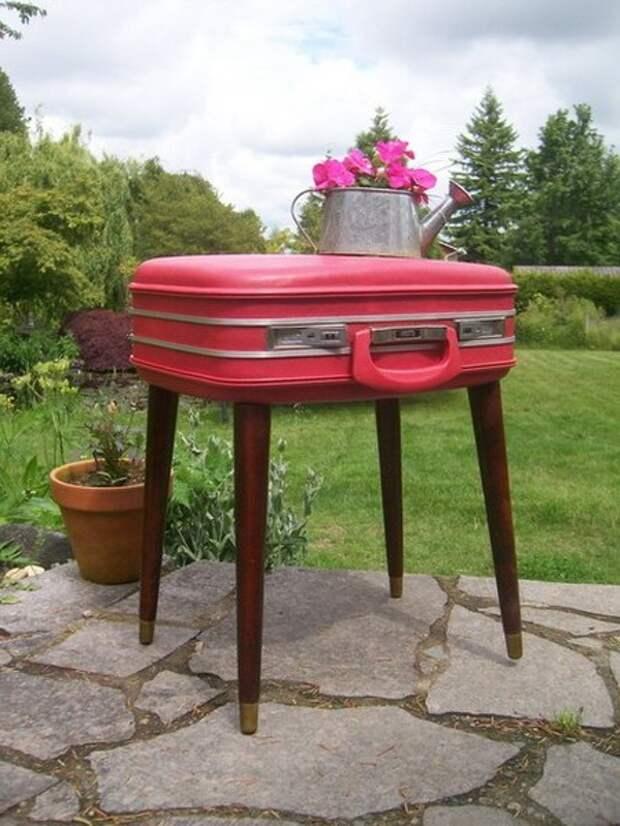 Столик для дачи из старого чемодана