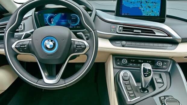 BMW i8: огонь, батарейка!