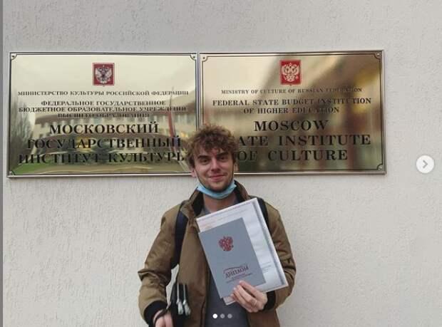 Житель Савеловского «отправил» популярного экшен-героя из США в Россию