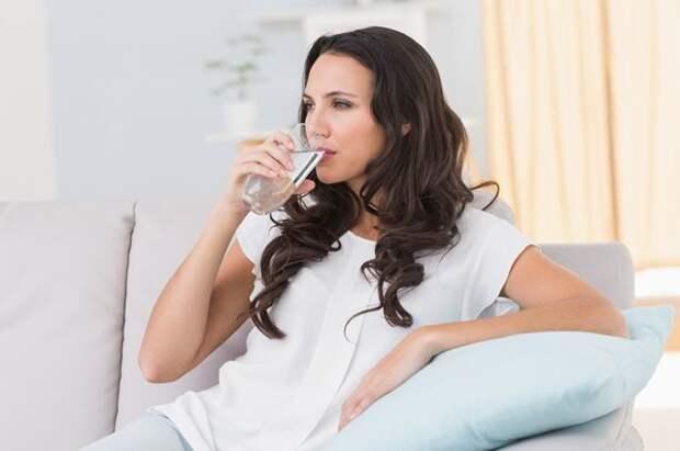 Выпей воды — сохрани жизнь. Сколько жидкости нужно употреблять в сутки?