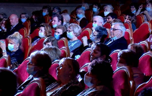 Московским театрам разрешили пускать зрителей по QR-кодам без ограничений