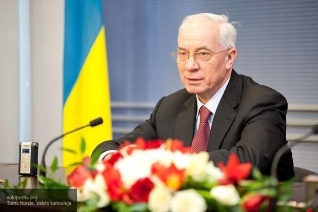 Азаров указал, как олигархи разрушают экономику Украины