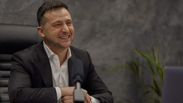 Зеленский призвал считающих себя русскими жителей Донбасса ехать вРостовскую область