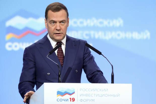 Медведев: В России будет сформировано 12 макрорегионов