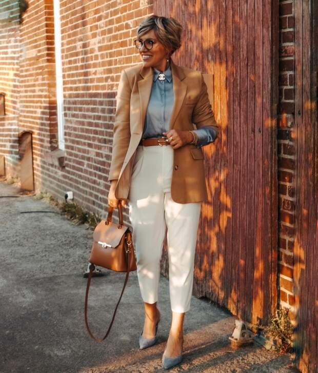 Как одеться осенью женщине за 50, чтобы прохожие головы сворачивали: стильные образы от зарубежных блогеров