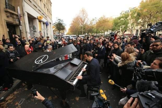 Пианист исполнил Imagine Джона Леннона на месте одного из терактов в Париже