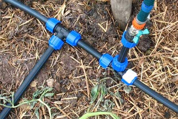 Разводка пластиковых труб по огороду